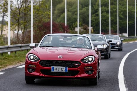 170424_Fiat_124_Spider_sweeps_France_17