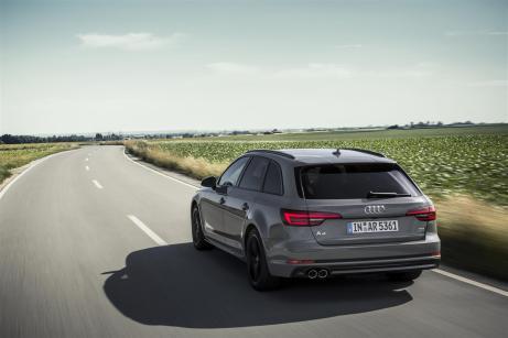media-Audi A4 Avant S line Black (1)