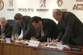AMDA Y ANPACT firman convenio para impulsar la Renovación Vehicular
