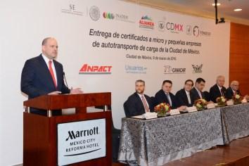 APAF entrega certificados para empresas del autotransporte federal