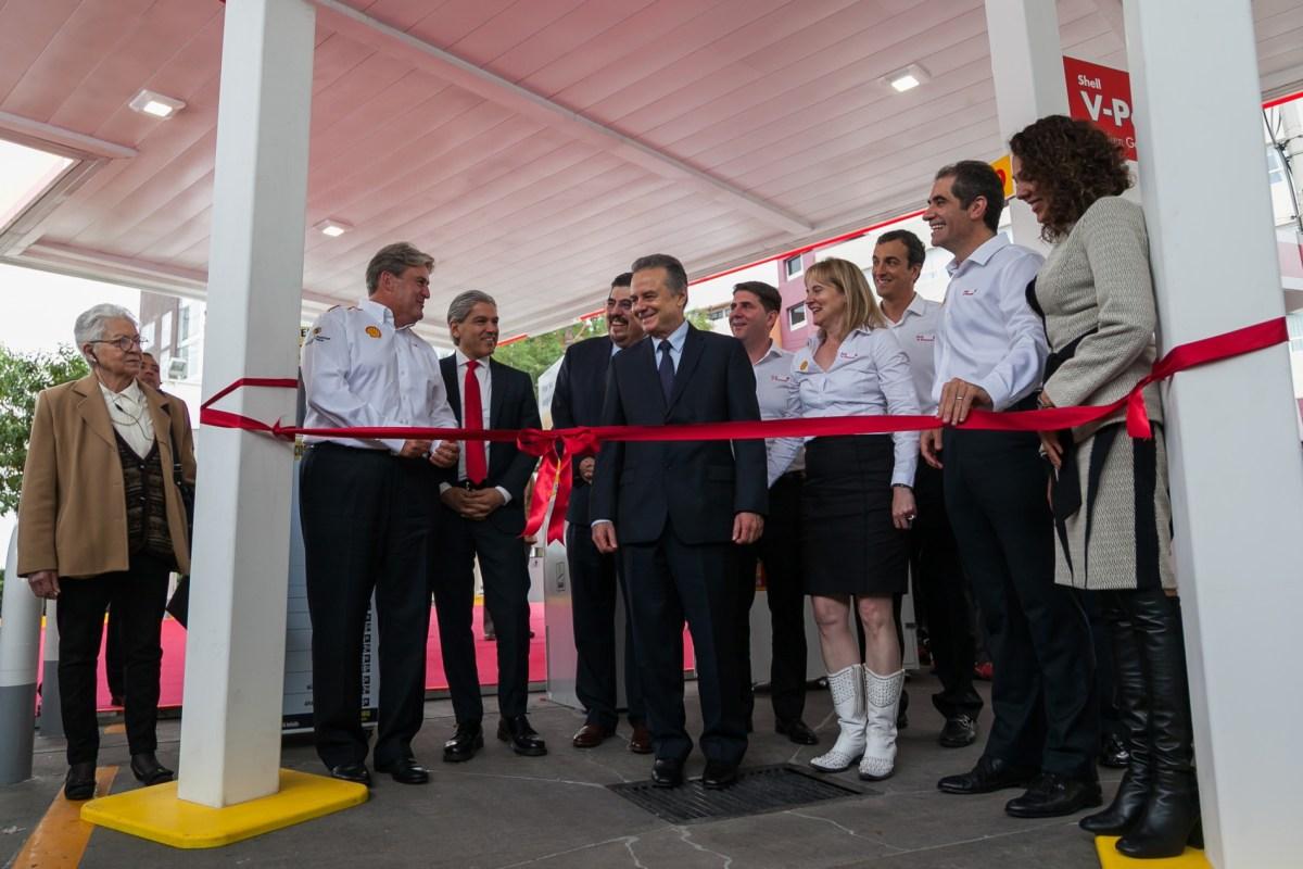 Shell ofrece servicio único en su primera estación de servicio