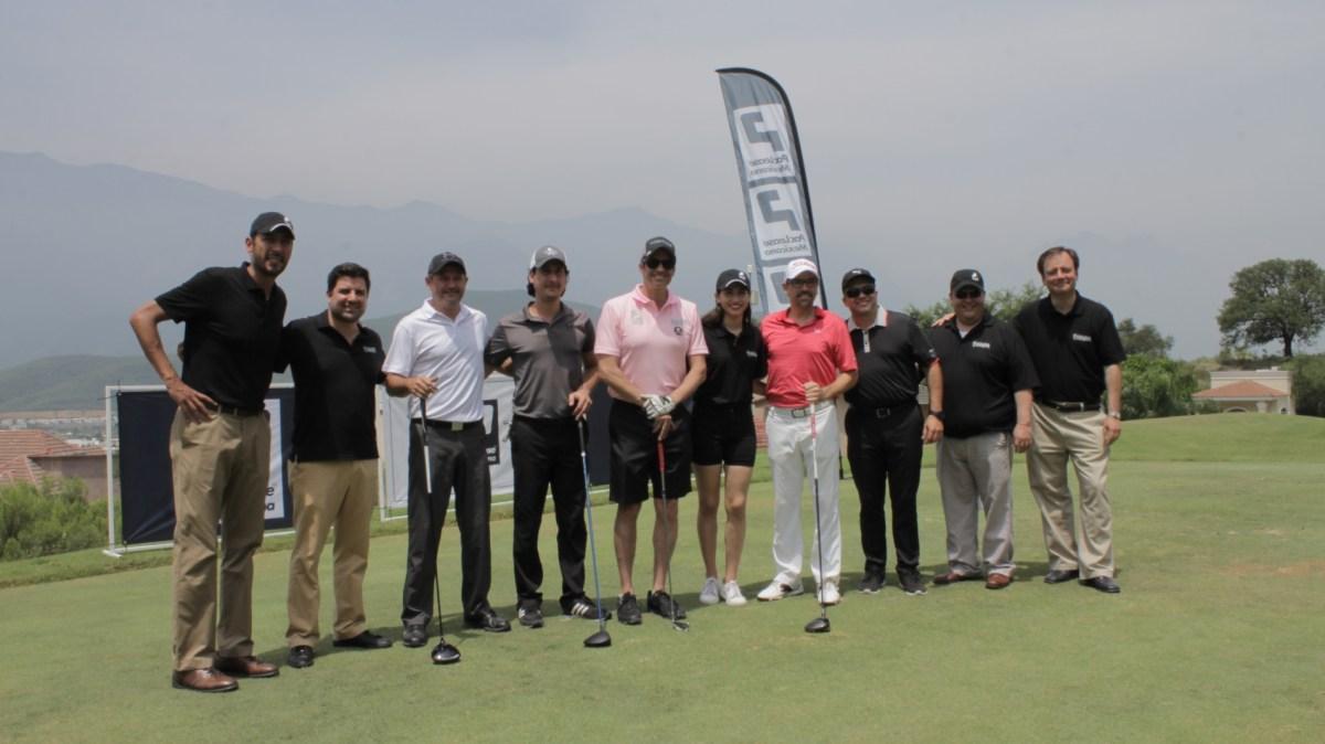 Kenworth de Monterrey refuerza vínculos con socios a través del golf