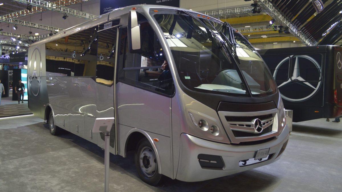 Celebra Daimler 25 años de liderazgo en carreteras nacionales