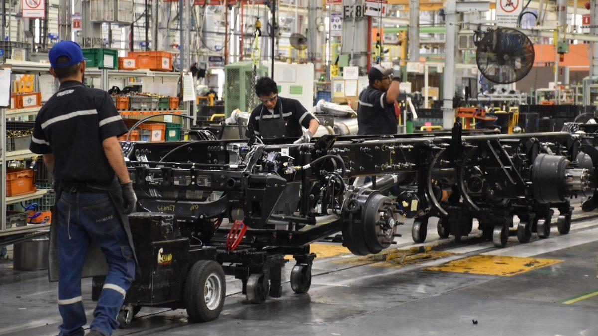 Habrá acuerdo para reactivar industria automotriz: AMLO