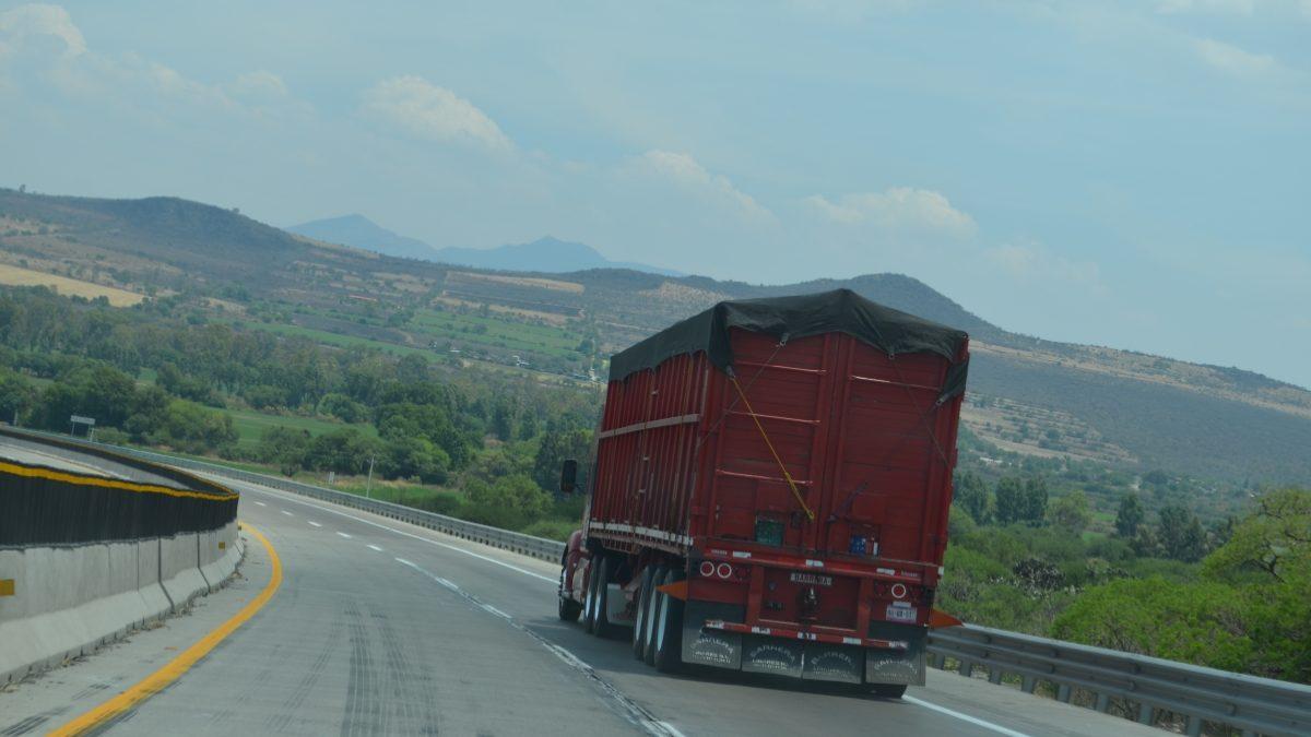 Coordinan autoridades y transporte esfuerzos para proteger la cadena logística