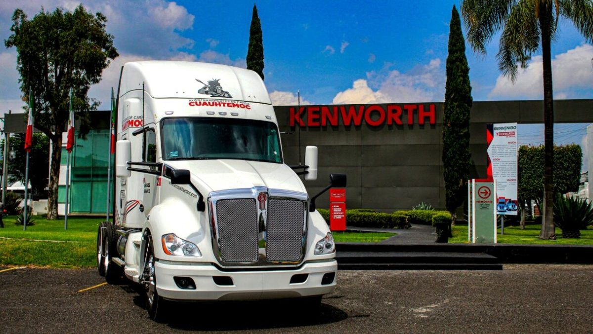Transportes Cuauhtémoc celebra 60 años con Kenworth