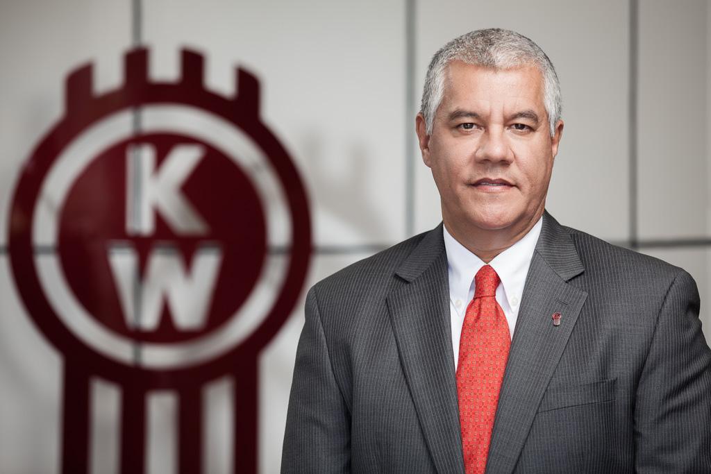 Renato Villalpando se jubila de PACCAR México; Alejandro Novoa asume la Dirección General