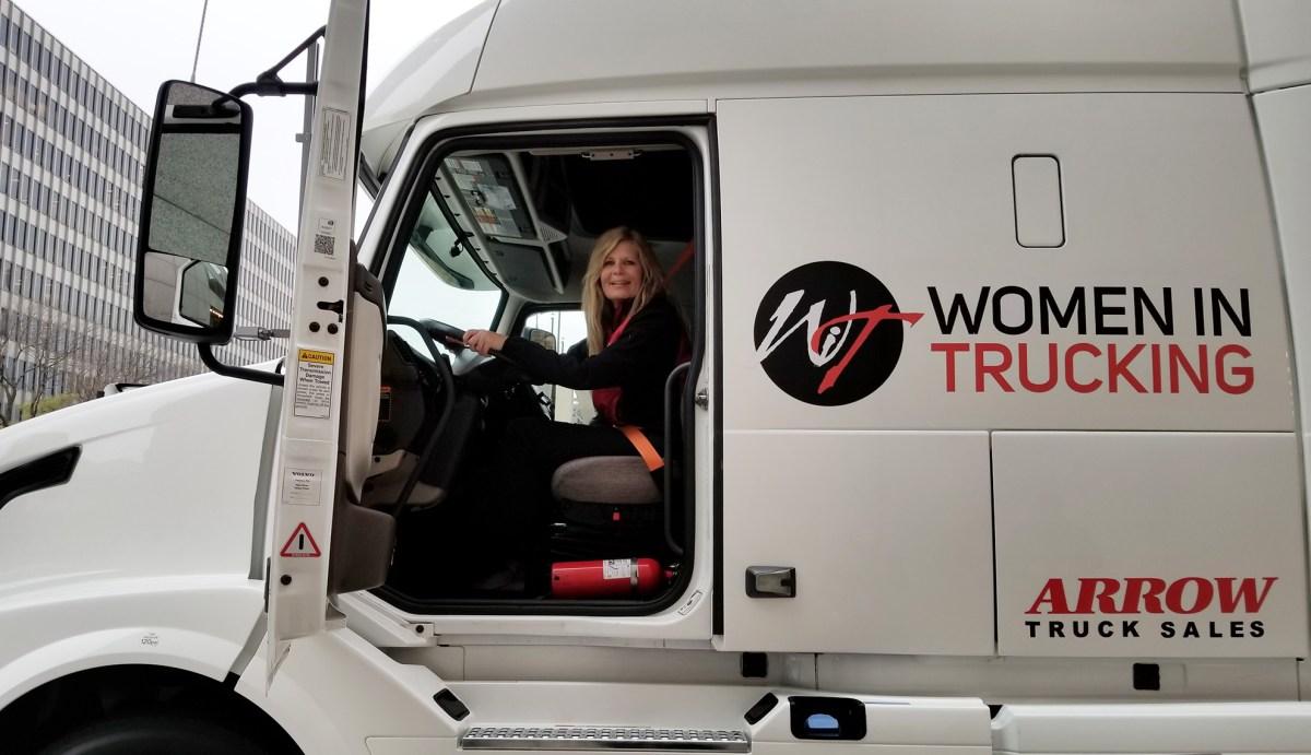 Women In Trucking busca nominaciones a la Conductora del Año 2021