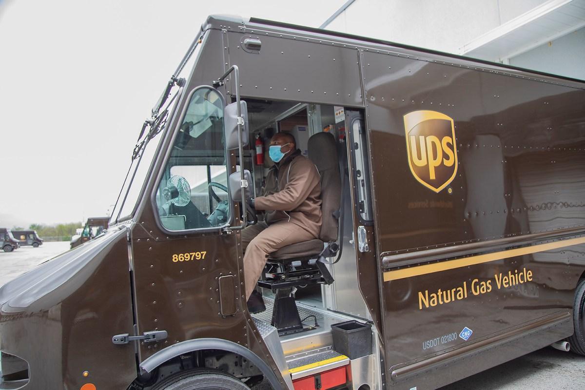 FedEx y UPS comienzan distribución de vacuna contra el COVID-19 en EUA