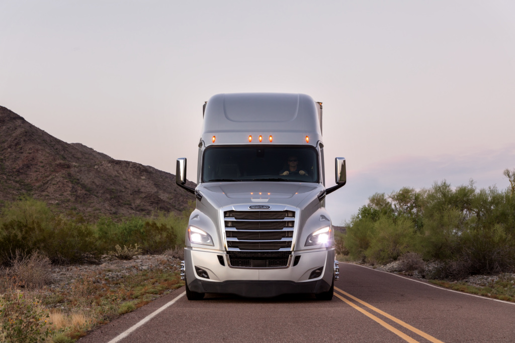Transportes Especializados Navarro recibe 4 unidades Cascadia