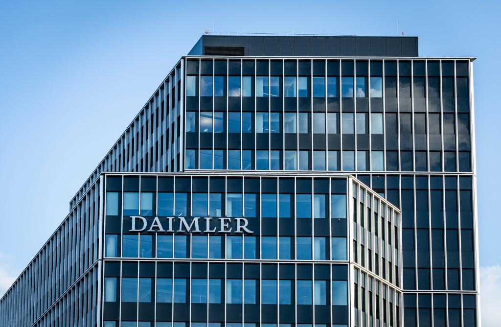 Ventas unitarias de Daimler Trucks & Buses disminuyen 27% en 2020