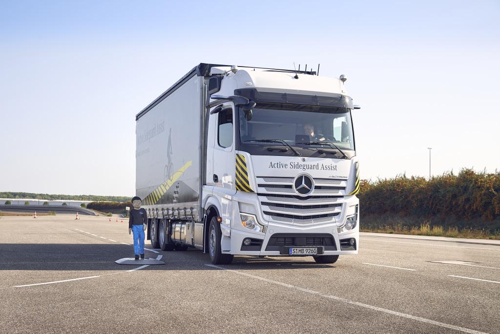 Mercedes-Benz Trucks, con primicias mundiales para reforzar la seguridad vial