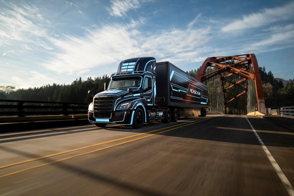 DTNA abre pedidos para camiones eléctricos Freightliner eCascadia y eM2