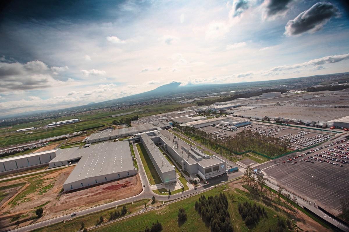 Busca Volkswagen minimizar efectos de desabasto global de semiconductores