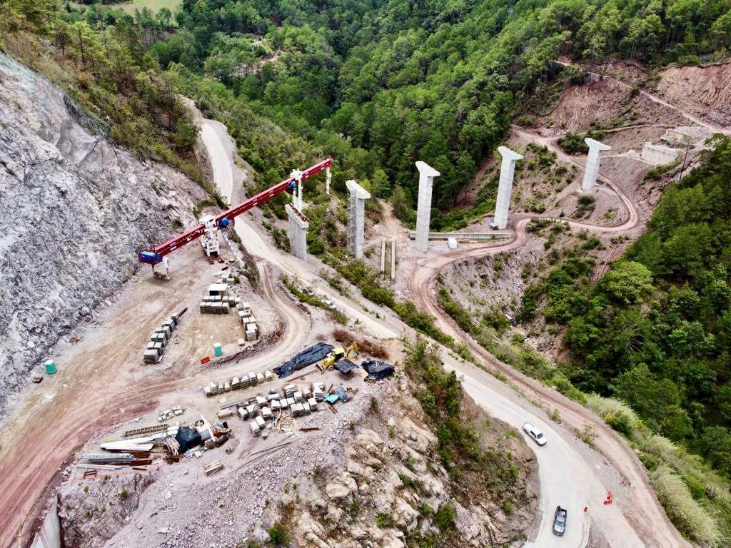 Realiza SCT trabajos de modernización de carreteras en Oaxaca