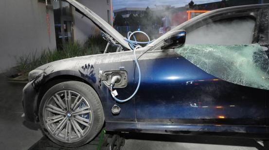 Κίνδυνος πυρκαγιάς για 26.700 υβριδικές BMW Plug-in (+ βίντεο) Κίνδυνος φωτός