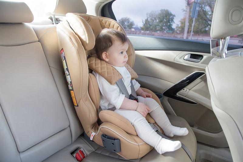 bezpieczny fotelik samochodowy