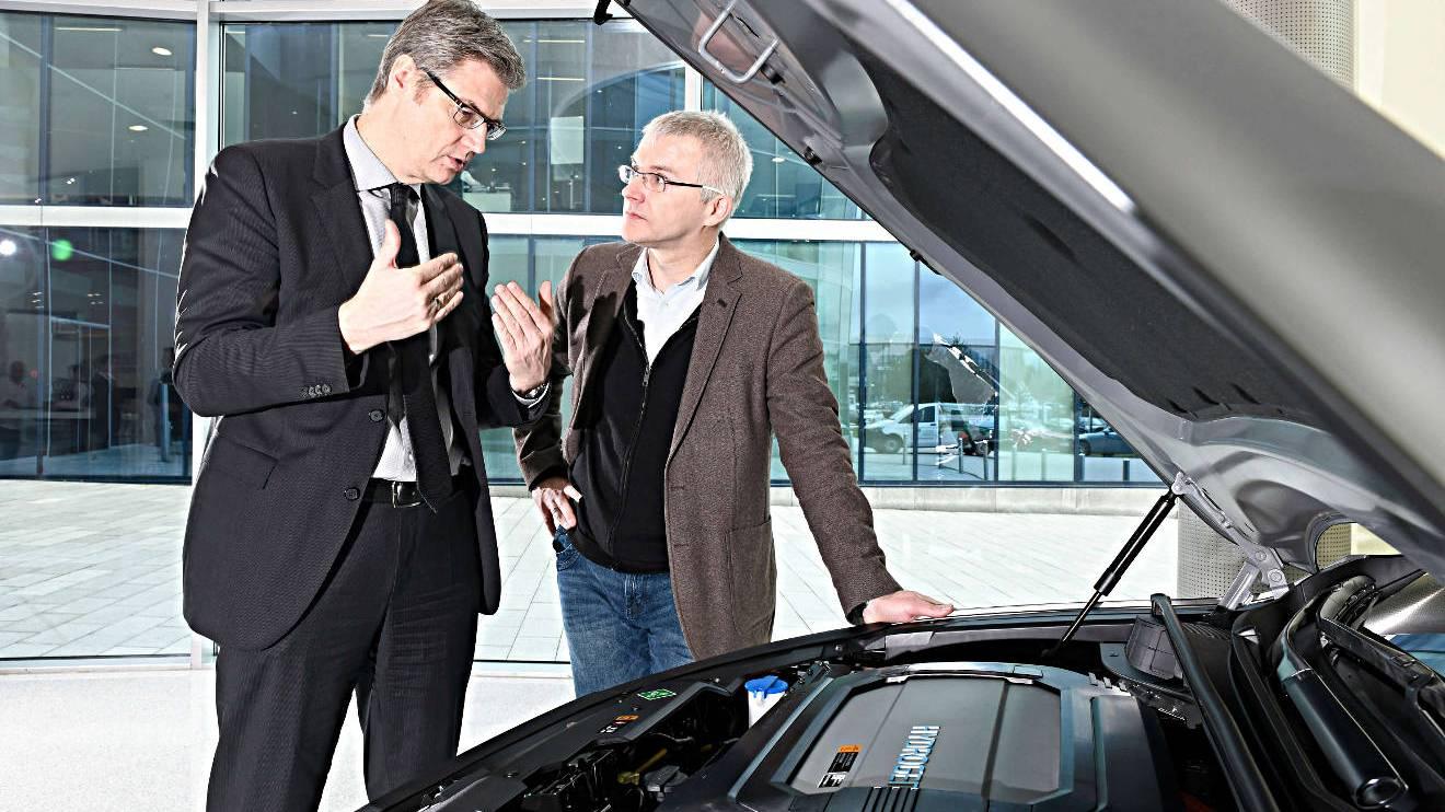 Oliver Gutt von Hyundai erklärt den Nexo. Foto: Hyundai/Bittmann