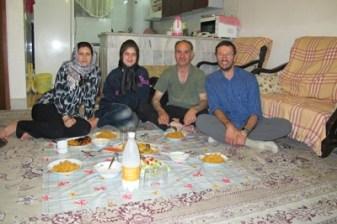 Dîner dans la famille de mon ami Shahram rencontré dans les rues d'Ispahan (Iran 2011) - l'autre ailleurs en Iran, une autre idée du voyage