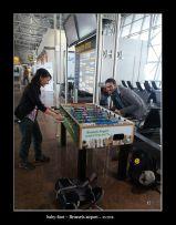 une partie de baby-foot dans l'aéroport de Bruxelles
