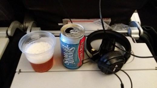 L'avion , bière et musique pour tenir
