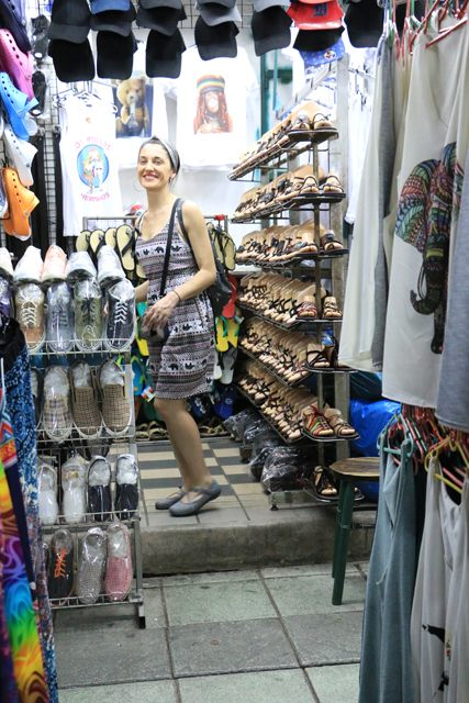 emplettes dans Khao San Road