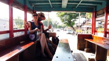 de retour de la cité antique de Sukhothaï dans cette sorte de bus