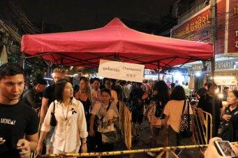 Khao San Road de nuit, le quartier très touristique, très bruyant, très animé, très pas pour nous :)