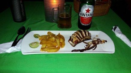 mon entorse à mon budget, dîner sur la plage pour 10€ , il manque mon assiette de salad bar (à volonté)