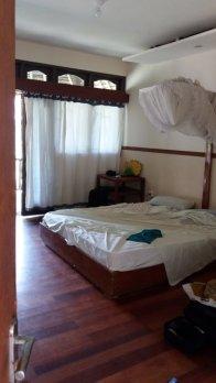 voilà enfin ma chambre Un bungalow Ce n'est pas le grand luxe :( mais ça ne coûte que 16€ la nuit avec le petit déj