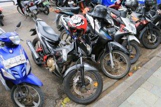 les scooters sont les roi à Bali