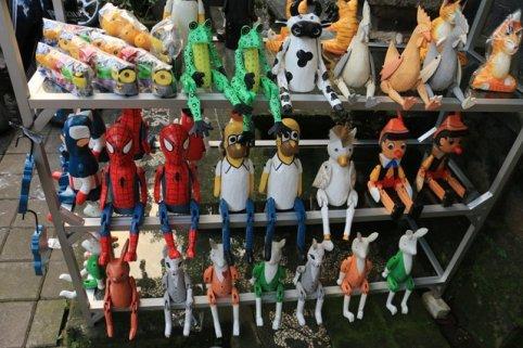 dans le marché artisanal d'Ubud