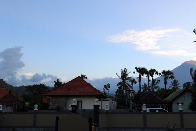 la vue depuis mon hôtel à Amed, pas mal, non ?