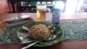 mie goreng, nouilles sautées à Kuta Bali (Indonésie 2017) L'autre ailleurs , voyager autrement. Voyager c'est aller vers un autre pays, une autre culture, un autre ailleurs. Le voyage ouvre l'esprit autant que le cœur, pour peu qu'on soit à l'écoute. Parce que le monde nous apprend tant sur lui et sur nous, lorsque nous le parcourons, j'aimerais partager ma modeste expérience et donner l'envie au lecteur de cet autre ailleurs. Thierry