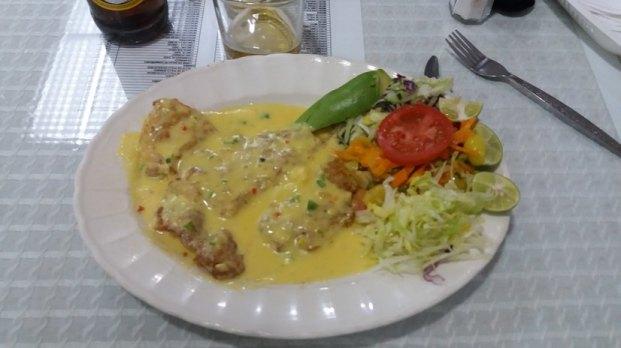 Poisson en sauce et crudités (Equateur)