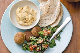 falafels , traboulé libanais et pain libanais