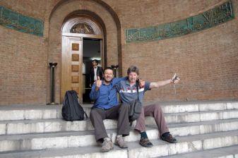 avec Mick mon ami downunder :) devant le musée national que nous venons de visiter