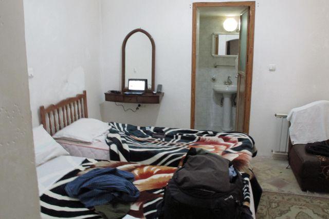 la chambre de mon hôtel à Yazd, le Traditional Kohan Hotel - l'autre ailleurs en Iran, une autre idée du voyage