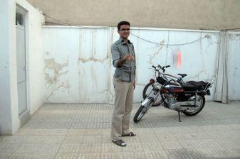 Shahram préparant la chicha à Ispahan - l'autre ailleurs en Iran, une autre idée du voyage