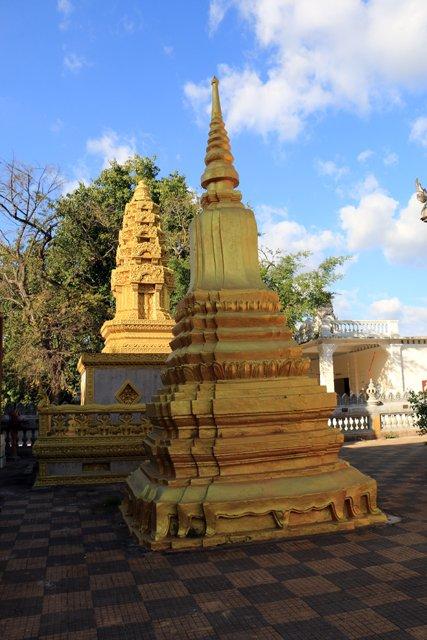 dans un temple de Battambang - L'autre ailleurs au Cambodge