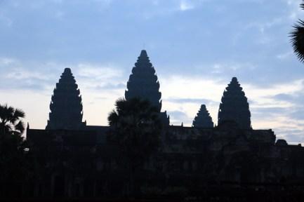les temples d'Angkor - Angkor Wat au lever du soleil mais trop de nuages :(