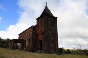 L'église abandonnée Le vieux casino pendant un temps bâtiment dans le parc national de Bokor près de Kampot