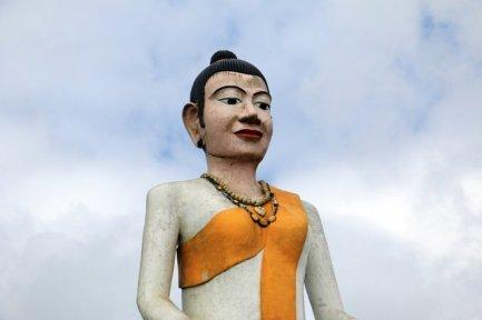 bouddha géant dans le parc national de Bokor près de Kampot