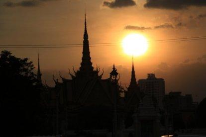 coucher de soleil sur un temple