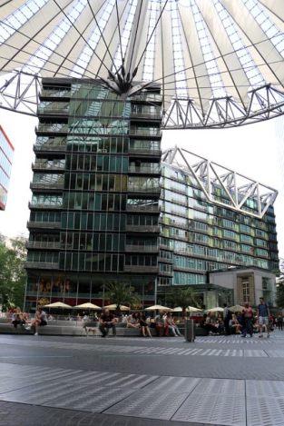 Le sony center près de Postdamer Platz(http://www.autre-ailleurs.fr)
