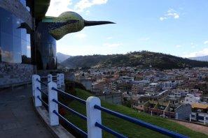 le colibri géant veillant sur la ville d'Otavalo - l'autre ailleurs, une autre idée du voyage
