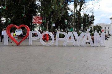 sur la place centrale Parque Caldas de Popayàn - l'autre ailleurs en Colombie, une autre idée du voyage