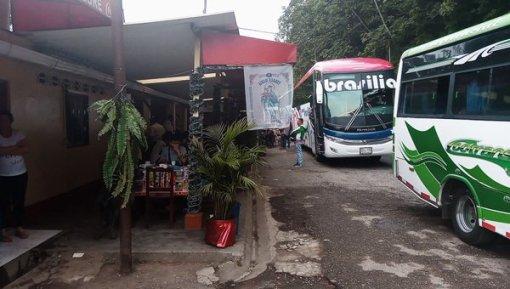 mon bus (Brasilia),lors de la pause petit déjeuner entre Santa Marta et Bogotá - l'autre ailleurs en Colombie, une autre idée du voyage