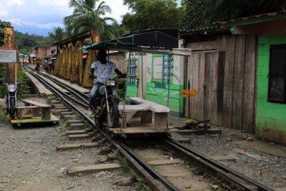 une brujita sur les rails à San Cipriano, un train vraiment pas comme les autres,à 100 Km de Cali en Colombie- l'autre ailleurs en Colombie, une autre idée du voyage