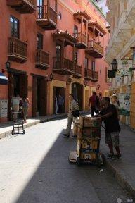 dans la rue, à Carthagène des Indes - l'autre ailleurs en Colombie, une autre idée du voyage